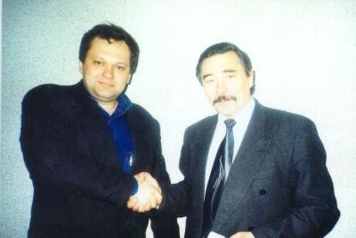Одна из последних фотографий Юрия Захаренко перед исчезновением. На фотографии Валерий Левоневский и Юрий Захаренко во время очередной дружеской встречи